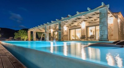 ARTINA LUXURY VILLA 4*