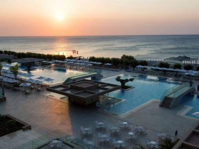 AMADA COLOSSOS RESORT (EX. LOUIS COLOSSOS) 4*