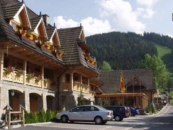 NOSALOWY DWOR HOTEL